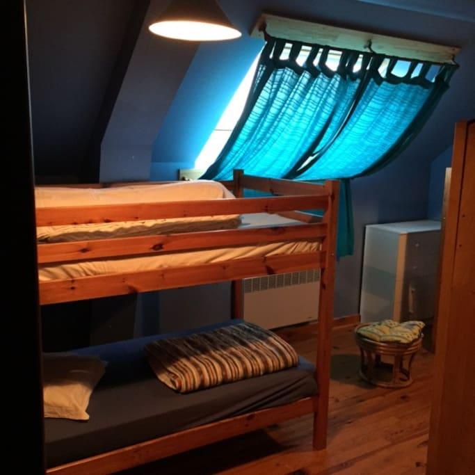 autre chambre avec lits superposés et lits simples