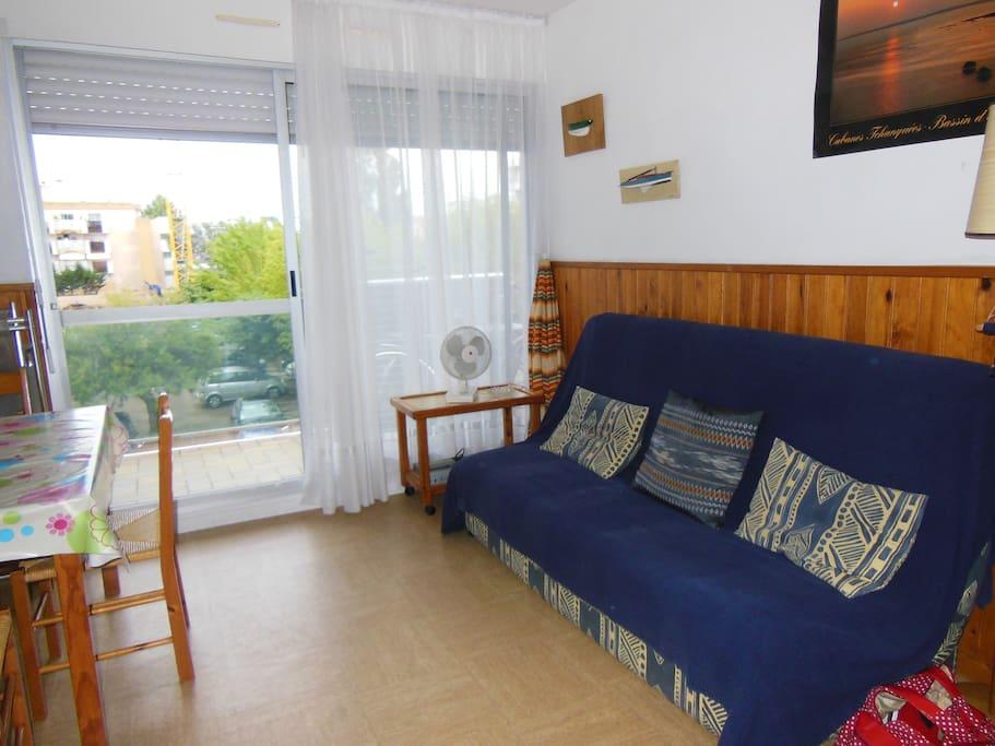 Salon avec son grand balcon