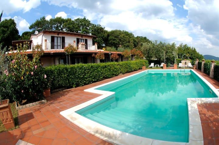 5 - Umbria Appartamento in villa con piscina