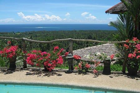 Kingfisher Cottage. Glorious view. - Agoho, Mambajao - Sommerhus/hytte