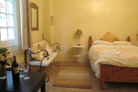 LaPorteBleue-Cosy B&B St Antonin - Saint-Antonin-Noble-Val - Bed & Breakfast