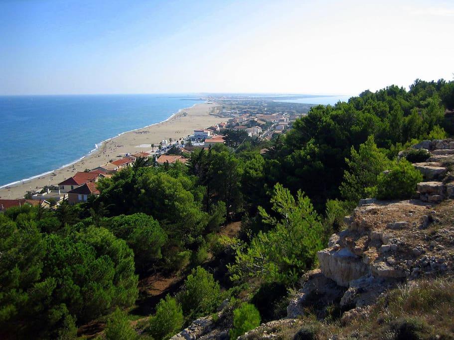 La plage de Leucate vu depuis la falaise