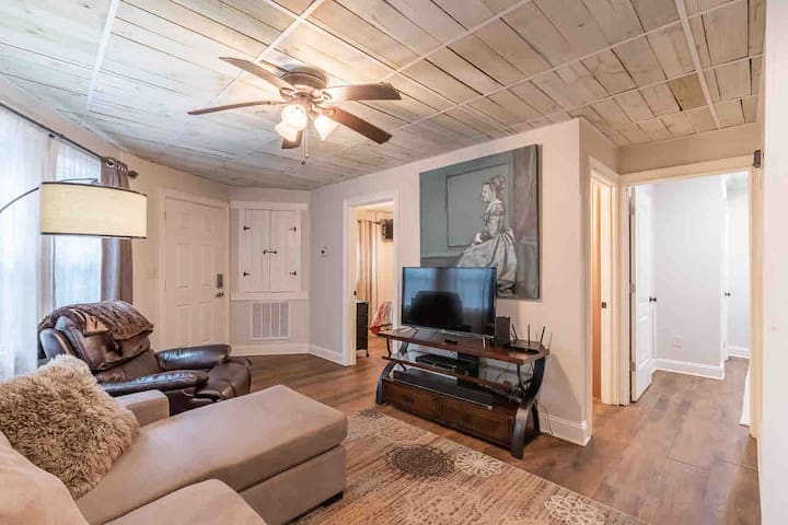 Cozy condo minutes from downtown!