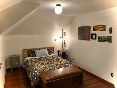 Large Private Apartment - Upstairs