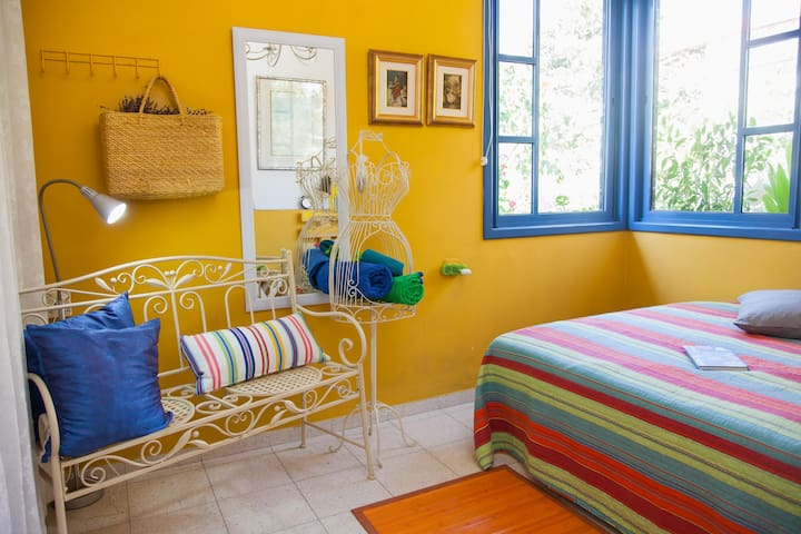 Cozy and quiet B&B unit in Gedera - Gedera - Bed & Breakfast