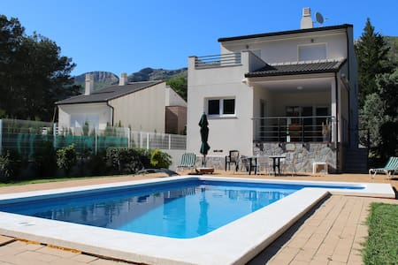 Private Villa With Pool & Views - Barx