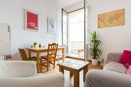 Spacious double room near the Ramblas