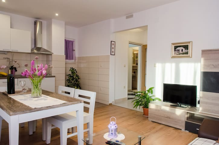 Spacious 2 bedroom apartment - Cilipi - Lägenhet