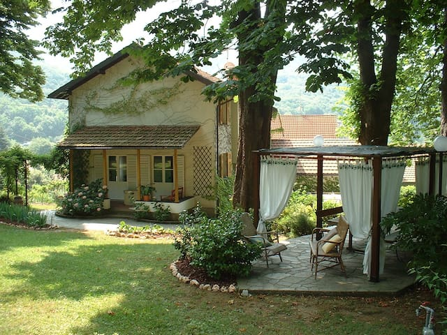 A o Soà your place in the Appennini - Savignone - Bed & Breakfast