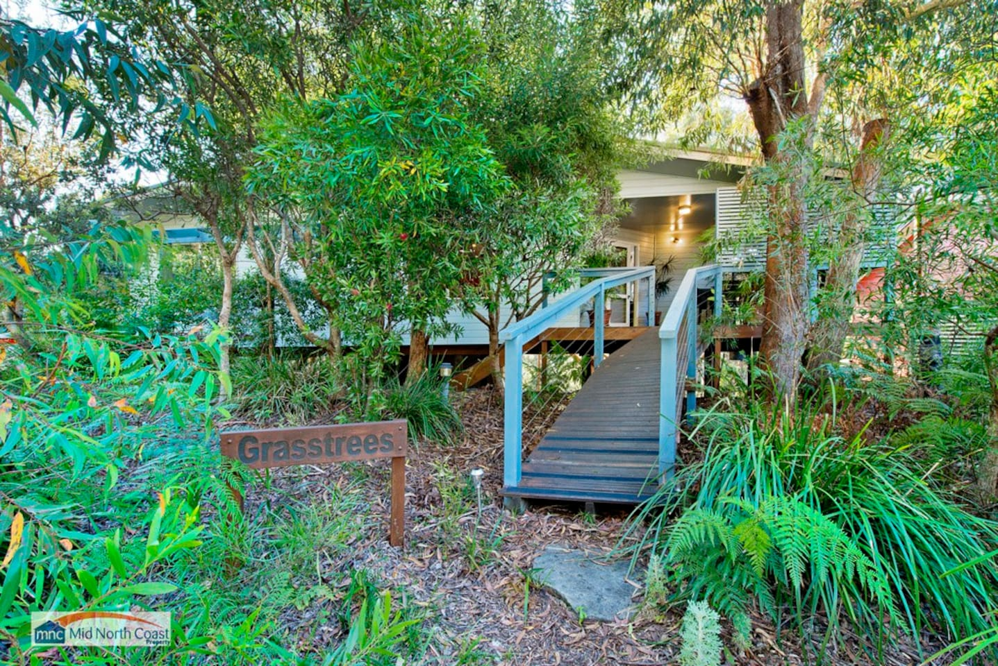 A tranquil paradise, set in a bushland estate.  Just 200m from an uncrowded beach and close to the Camden Haven River - a great place to recharge your batteries or simply enjoy time with family and friends.