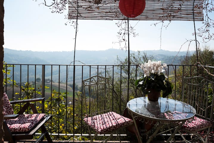 Cosy studio with panoramic views - Moregnano - Apartment
