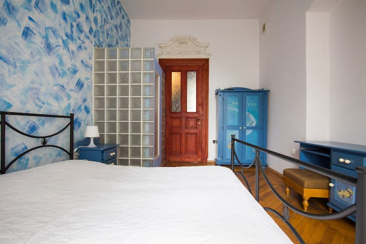 bedroom#1 with double bed and shower