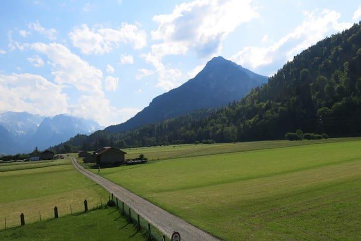 Ferienwohnung mit Alpenblick 2 - Farchant - Huis