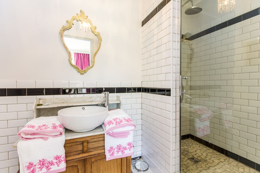 """Salle d'eau, chambre """"à la Française"""""""