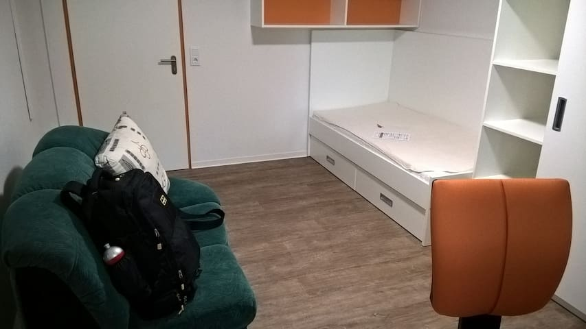 one room shared kitchen and washroom appartment - Kaiserslautern - Sala sypialna