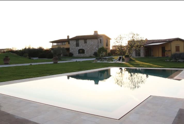 LA COLLINNETTA villa wih pool