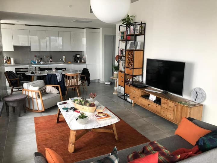 Luxury, Modern and Comfy Stay in Central W/Netflix