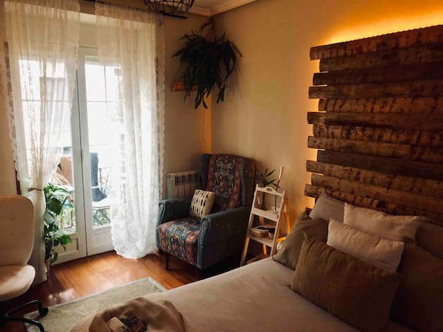Amazing Room in La Latina with A/C