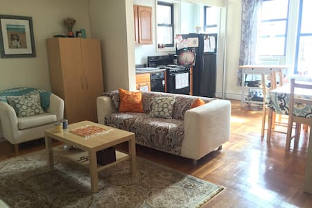Bright 1 Bedroom Apt Near Attractions and Transit - 아파트