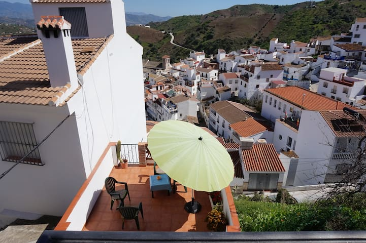 Charming house with beautiful sights in Almachar - Almáchar