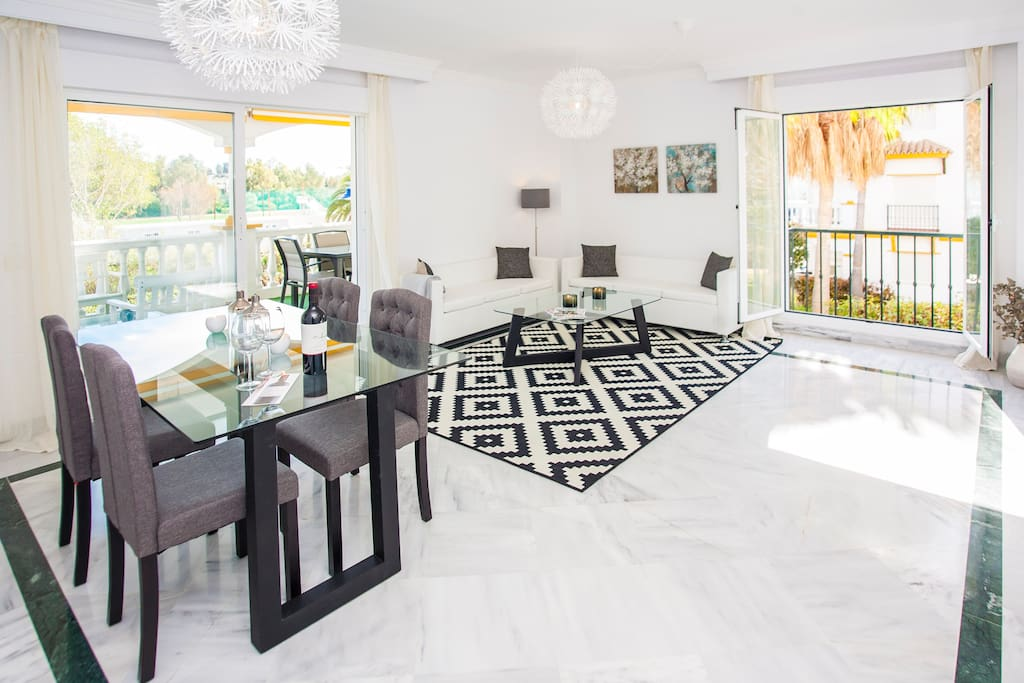 Ample and bright living room, indoor dining area, cozy sofas and TV with international channels & Wi Fi.
