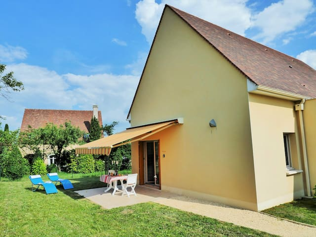 Le Levant-1 km Sarlat- 2 people, ground foor private terrace-parking-1km from the city center