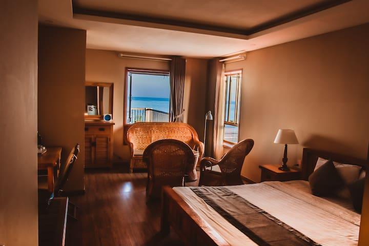 A Pretty balcony sea view room - Sơn Trà