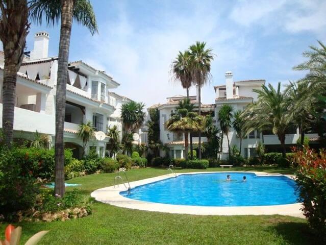 Sunny 3 Bedroom House in Puerto Banus