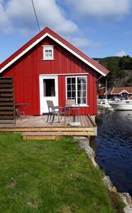 Hytte i sjøkanten til leie- Båt inkludert
