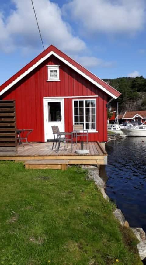 Hytte til leje ved havet - Båd inkluderet