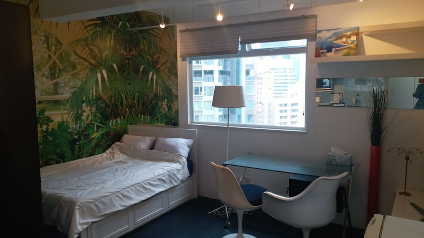 Wanchai Shining and Spacious studio with Flatroof