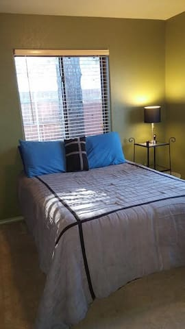 Private Bedroom & Bathroom, 5 min from Downtown