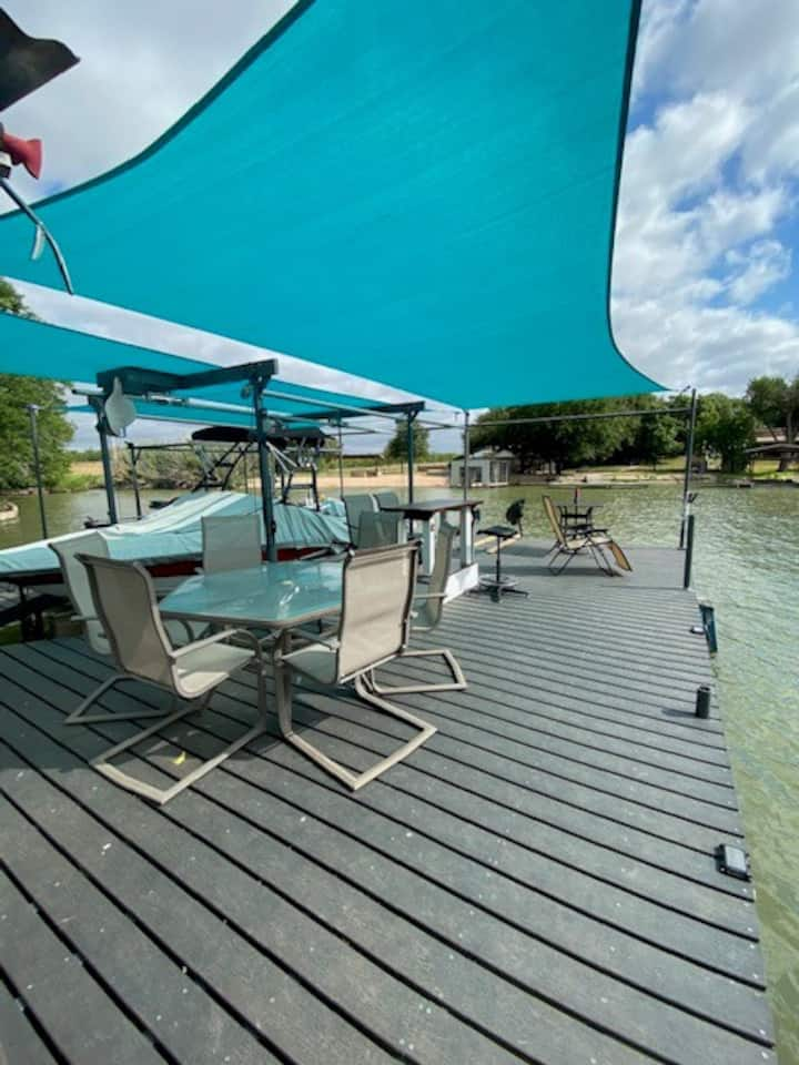 Lake Nasworthy Waterfront Cottage-Perfect Getaway!