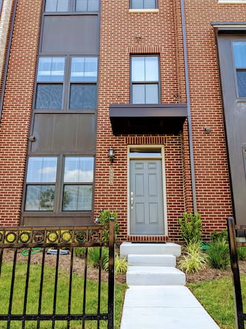 Clean and Comfy Home Stay near UMD and DC
