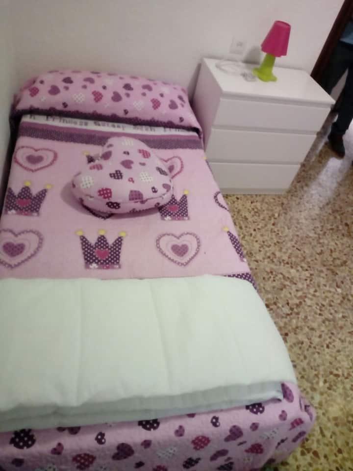 Coqueta y comoda habitación