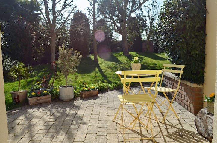 Chambre indépendante avec terrasse ensoleillée
