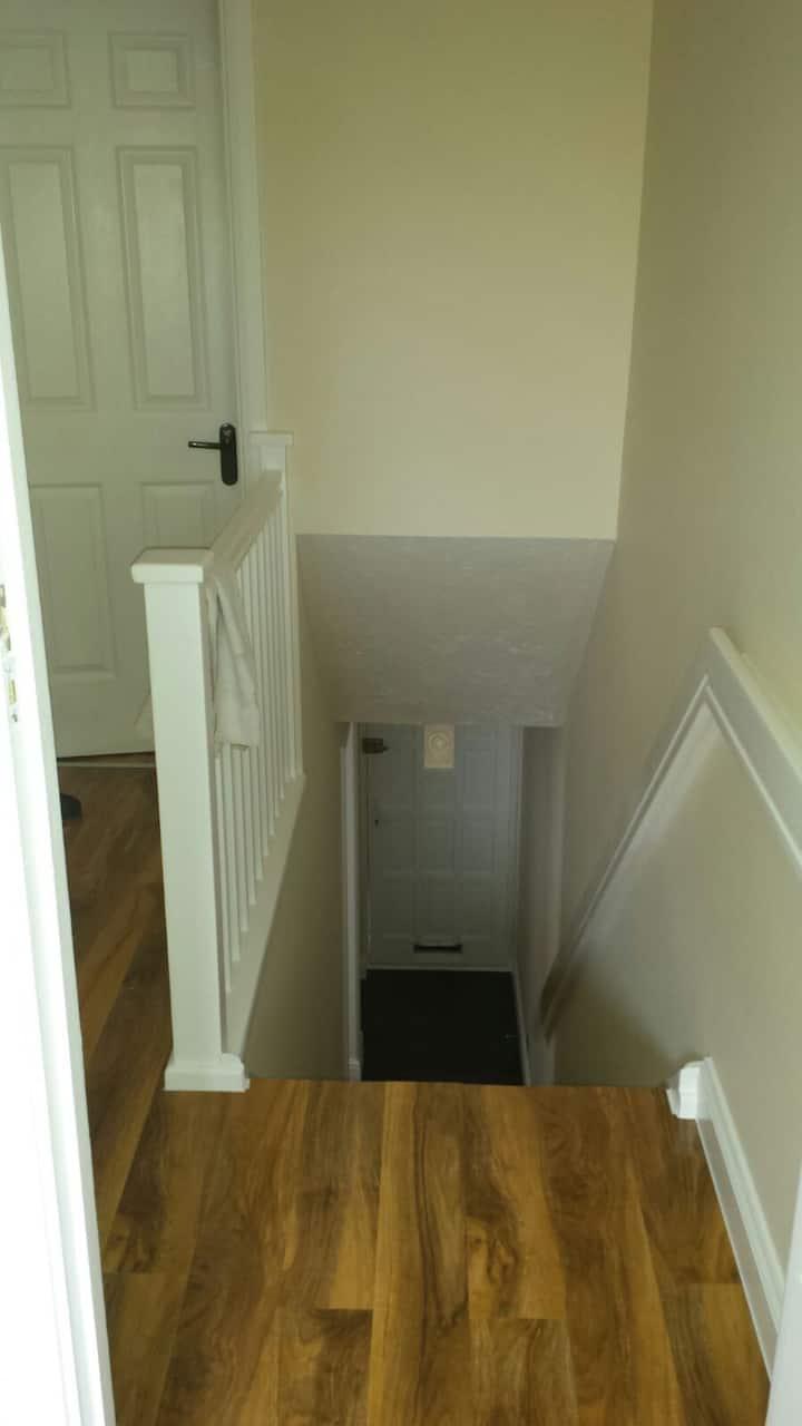 LUXURY HOME (1 SINGLE ROOM)