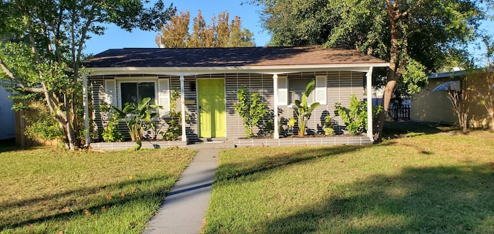 Fully furnished home in St Pete/ pet friendly!
