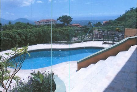 Hillview Cozy - Kingston - Casa
