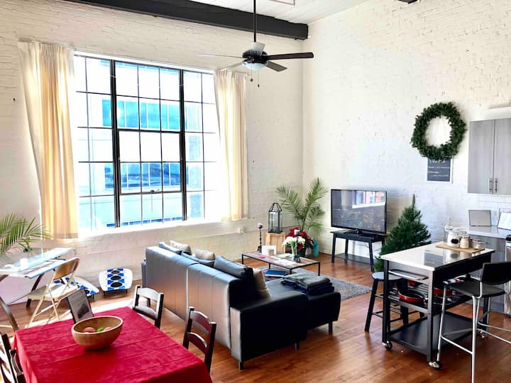 Vintage Loft Downtown ATL ❤️ Near Benz stadium