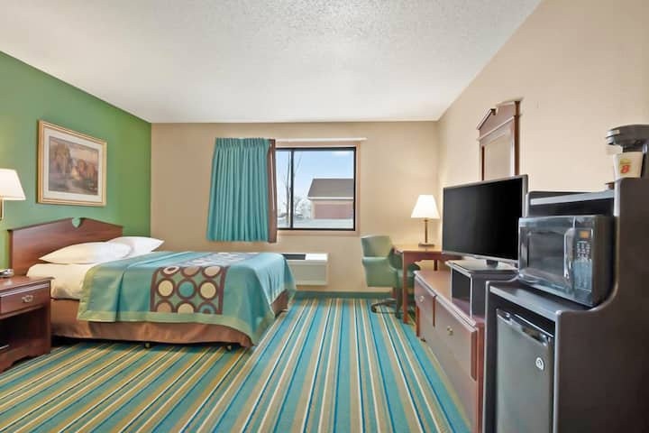 Sky-Palace Inn & Suites Hastings - Standard 1 King Bed Non Smoking