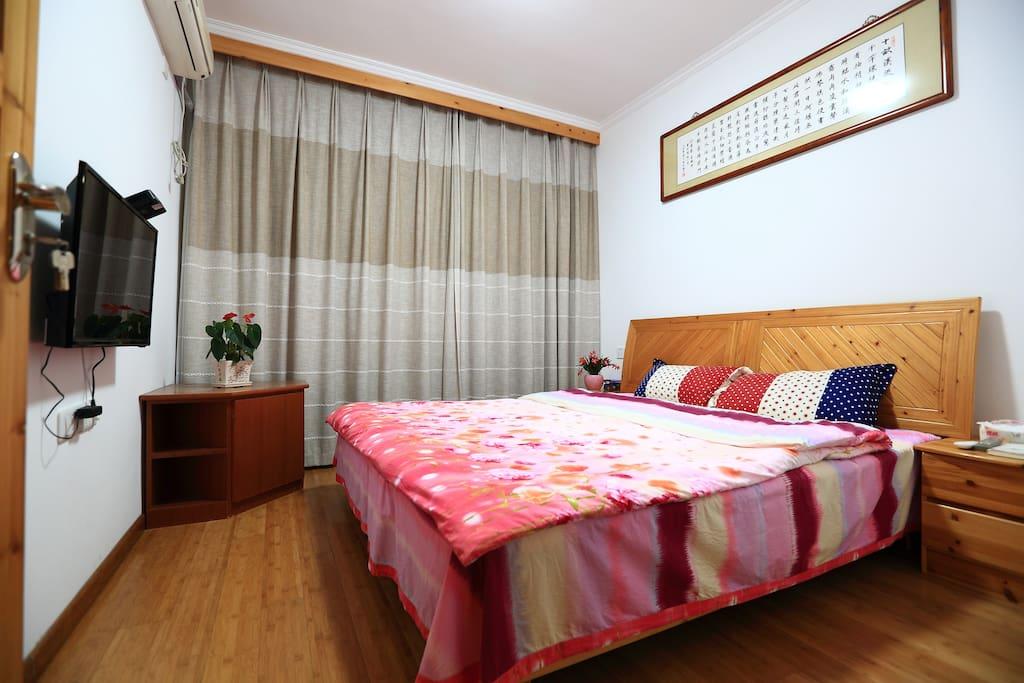 12平米。实木床,无席梦思,宽1.8米长2米。