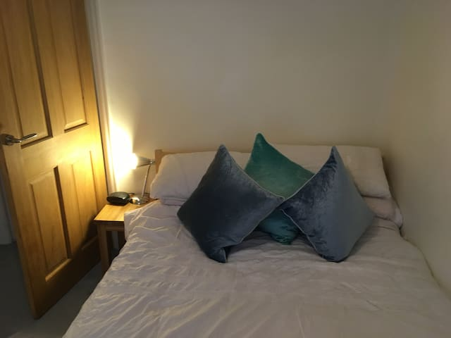 Quiet and comfortable double room in good location