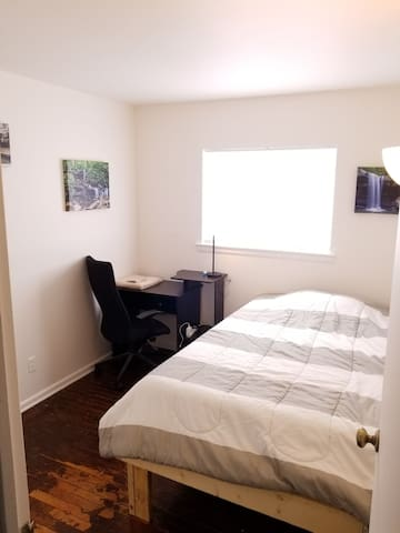 Single room in 3 bed house (30 day min)