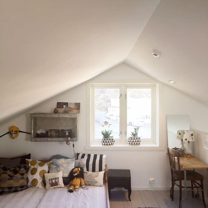 Attic mezzanine with double bed