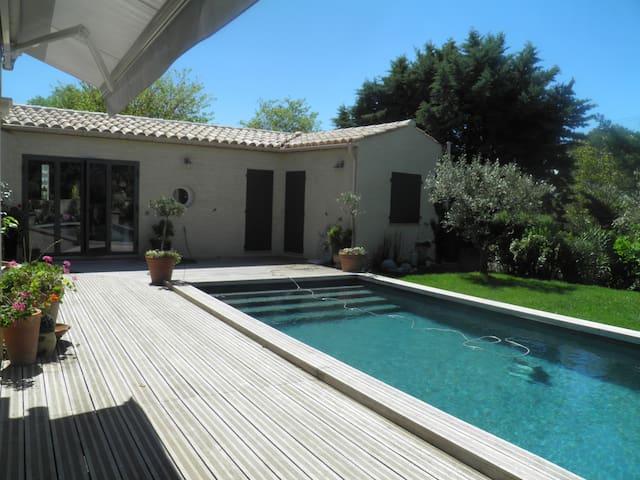 chambres au bord de la piscine