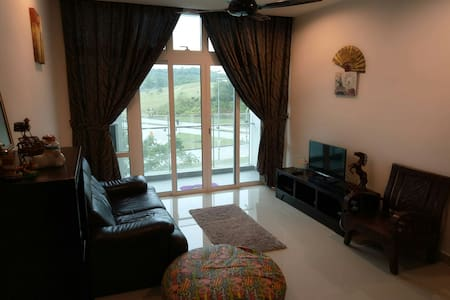 Wide 2BD condo - walk to Legoland - Nusajaya