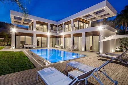 Amazing Luxury House right on the Sea of Galilee - Kinneret - 一軒家