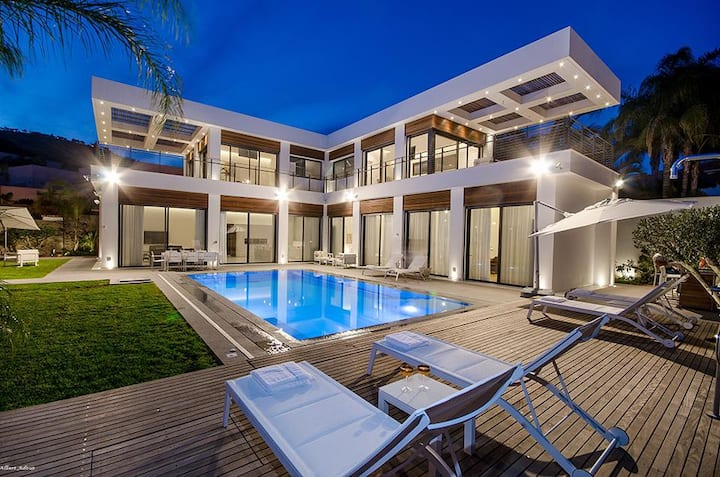 Amazing Luxury House right on the Sea of Galilee