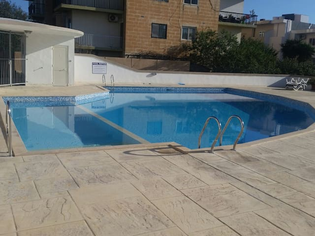 B & B close to St Julian & Paceville with POOL